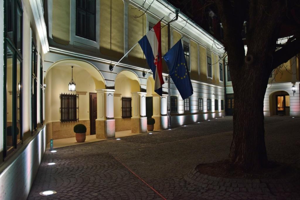 Državna rezidencija Visoka 22 eksterijer noću